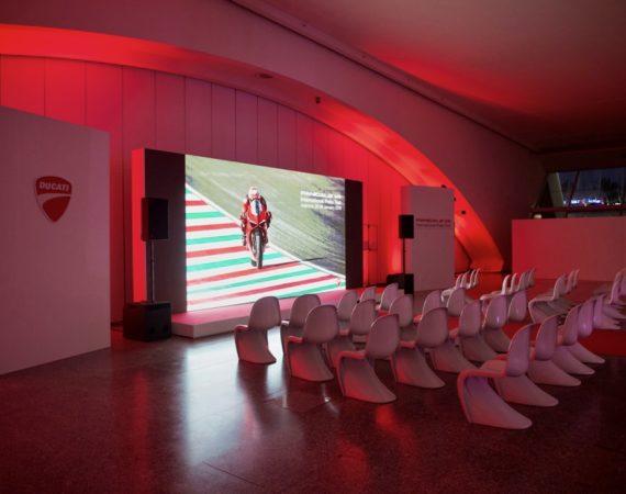 montaje de evento de empresa iluminacion